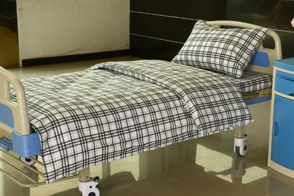 F8 black white checked cotton hospital bed linen
